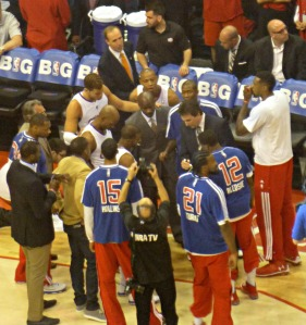 Clippers pregame huddle